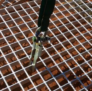 Grid Mesh Lifter on mesh single leg